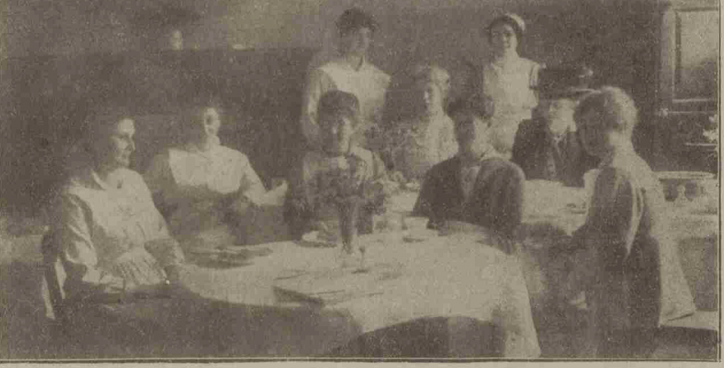 Western Times, 22 March 1918, p. 7.. The dining room and serving staff at Cullompton National Kitchen